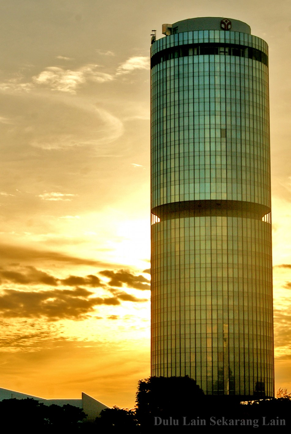 Ray Of Sunset Menara-Tun-Mustapha-3b