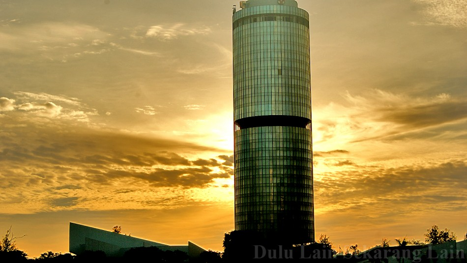 Ray Of Sunset Menara-Tun-Mustapha