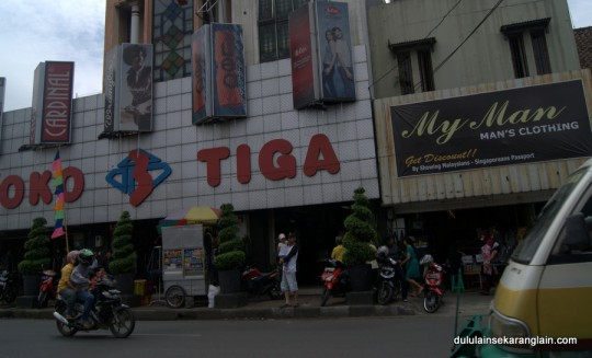 Toko Tiga Bandung