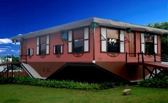 Rumah-Terbalik-Borneo